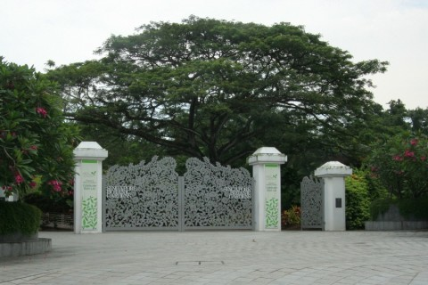 Tanglin Gate appearing closed